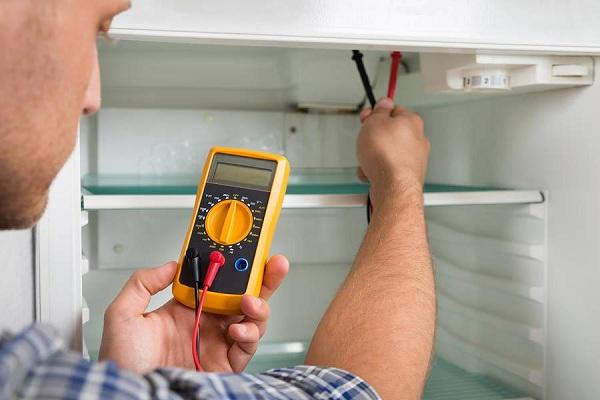 Trung tâm Điện Lạnh Bách Khoa sở hữu đội ngũ kỹ thuật viên hàng đầu về thiết bị điện lạnh và được đào tạo chuyên sâu về nghành nghề sửa điện lạnh, kinh nghiệm lâu năm, được chuyên nghiệp hóa về nghiệp vụ chăm sóc khách hàng.
