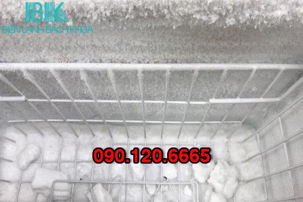 tủ đông bị đóng tuyết