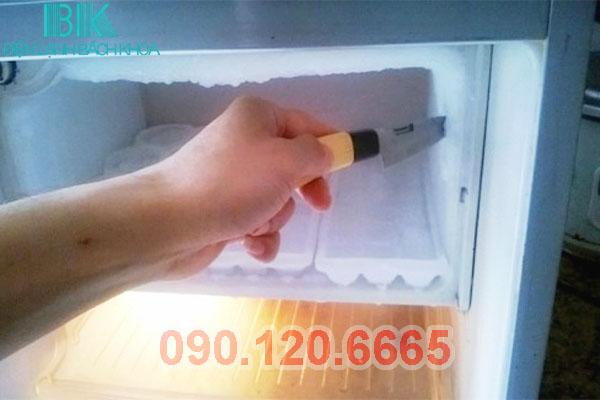 tủ lạnh sanyo bị thủng giàn